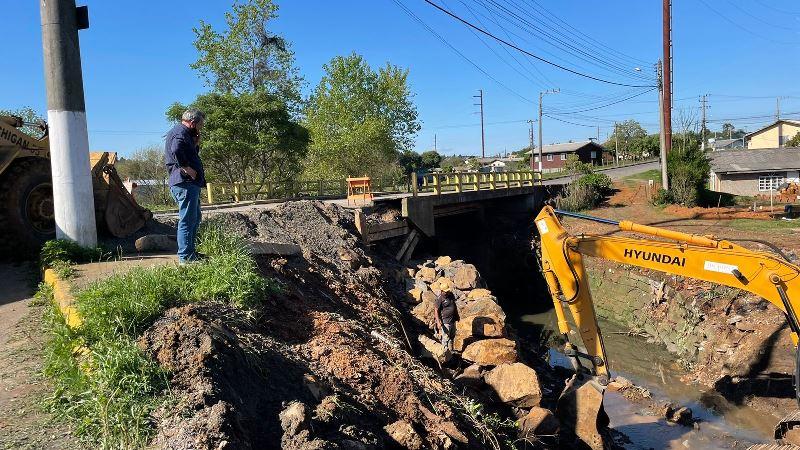 Tarde de inspeção de obras no Caroba e Santa Helena