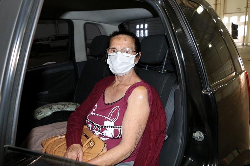 Sobrinhas de Curitiba levam tia de 79 anos para a dose de reforço contra a Covid-19  Últimas notícias Lages coronavírus