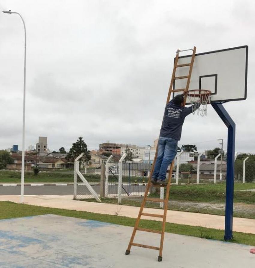 Quadras de basquete do complexo esportivo do Jones Minosso recebem novos aros - 2019-05-15 16:23:47