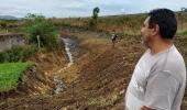 Limpeza de valas e desobstrução de bueiros beneficia dezenas de famílias no Guarujá - 2019-05-15 17:32:09