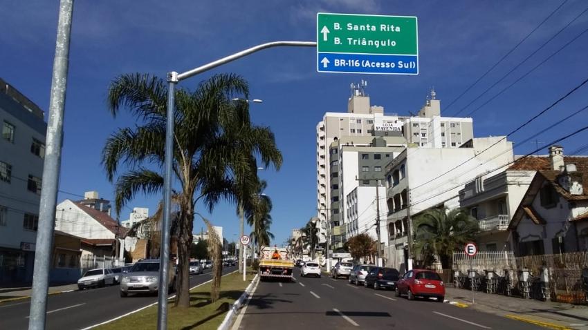 Prefeitura instala novo conjunto de placas indicativas no trânsito  - 2019-06-10 14:58:04