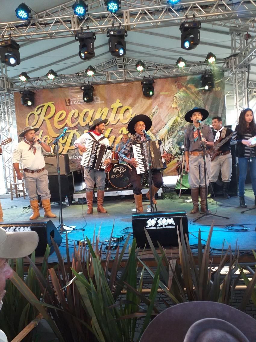 Domingo é dia de festa no Recanto do Pinhão Aracy Paim - 2019-06-16 18:12:56