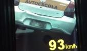 Abuso no trânsito: Agentes flagram veículos de autoescolas acima do limite de velocidade - 2019-10-04 10:29:44