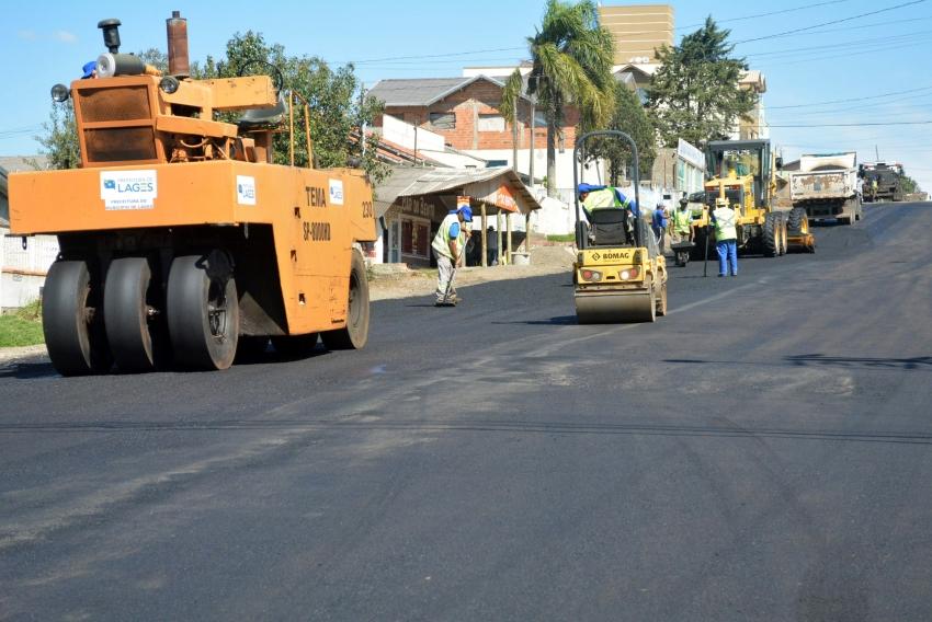 Obras de asfaltamento da avenida Doutor Aujor Luz, na região Sul, seguem o cronograma - 2019-10-10 16:48:27