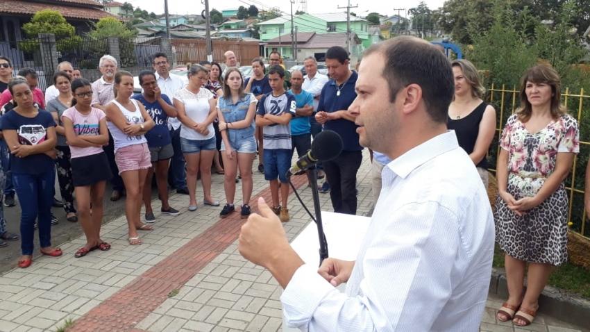 Prefeito em exercício Juliano Polese entrega ordem de serviço para Reforma da EMEB Professor Eduardo Pedro Amaral  - 2020-01-09 10:53:58
