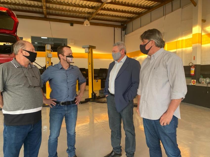 Prefeito e secretário do Desenvolvimento Econômico visitam empreendimento do segmento de comércio de pneus, gerador de nove empregos diretos em Lages  - 2021-05-03 18:52:46