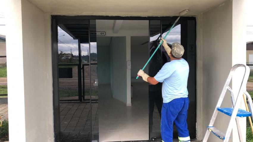 Prefeitura intensifica trabalhos de manutenção nos cemitérios municipais para o Dia de Finados - 2021-10-04 10:16:51