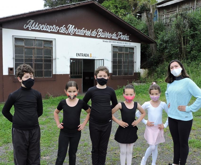 Programa Lages Melhor: crianças fazem aulas de ballet no núcleo do Bairro da Penha  - 2021-10-08 15:58:19